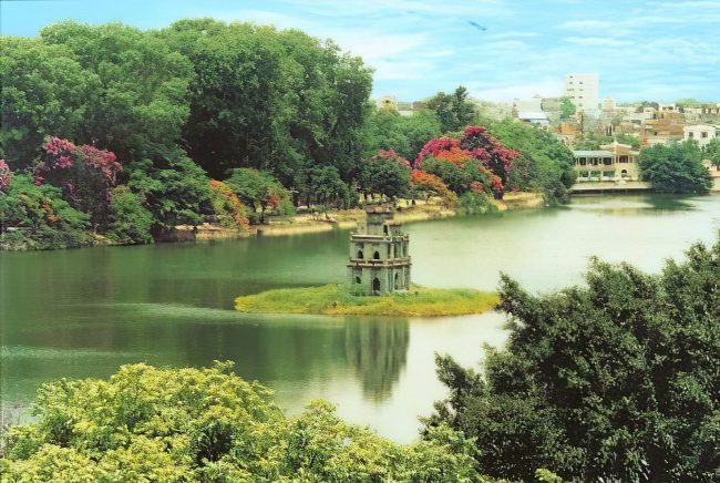 hanoi old quarter hoan kiem lake
