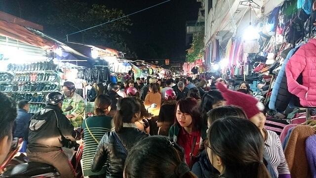 hanoi night market nha xanh